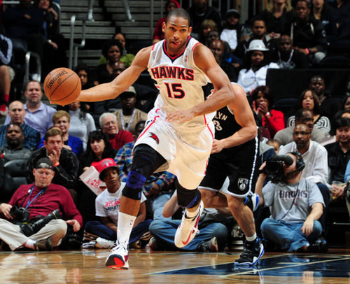 al horford bringin the ball up the court